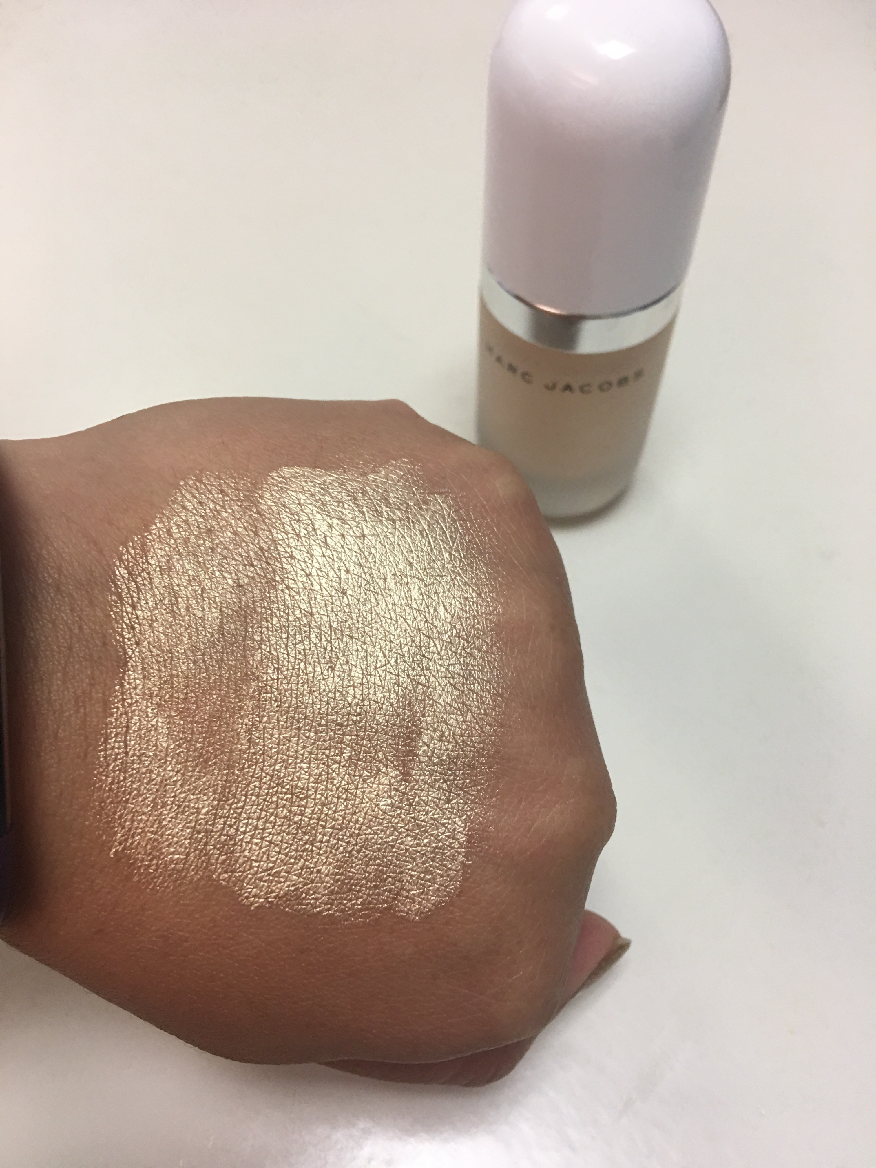 52a03402f91 I have been seeing the Mark Jacobs coconut glow highlighter floating around  on Instagram for a few weeks now. So when I found out that I was going to  be ...